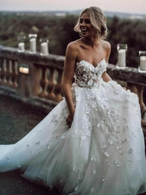A-Line/Princess Sweetheart Tulle Sleeveless Court Train Wedding Dresses
